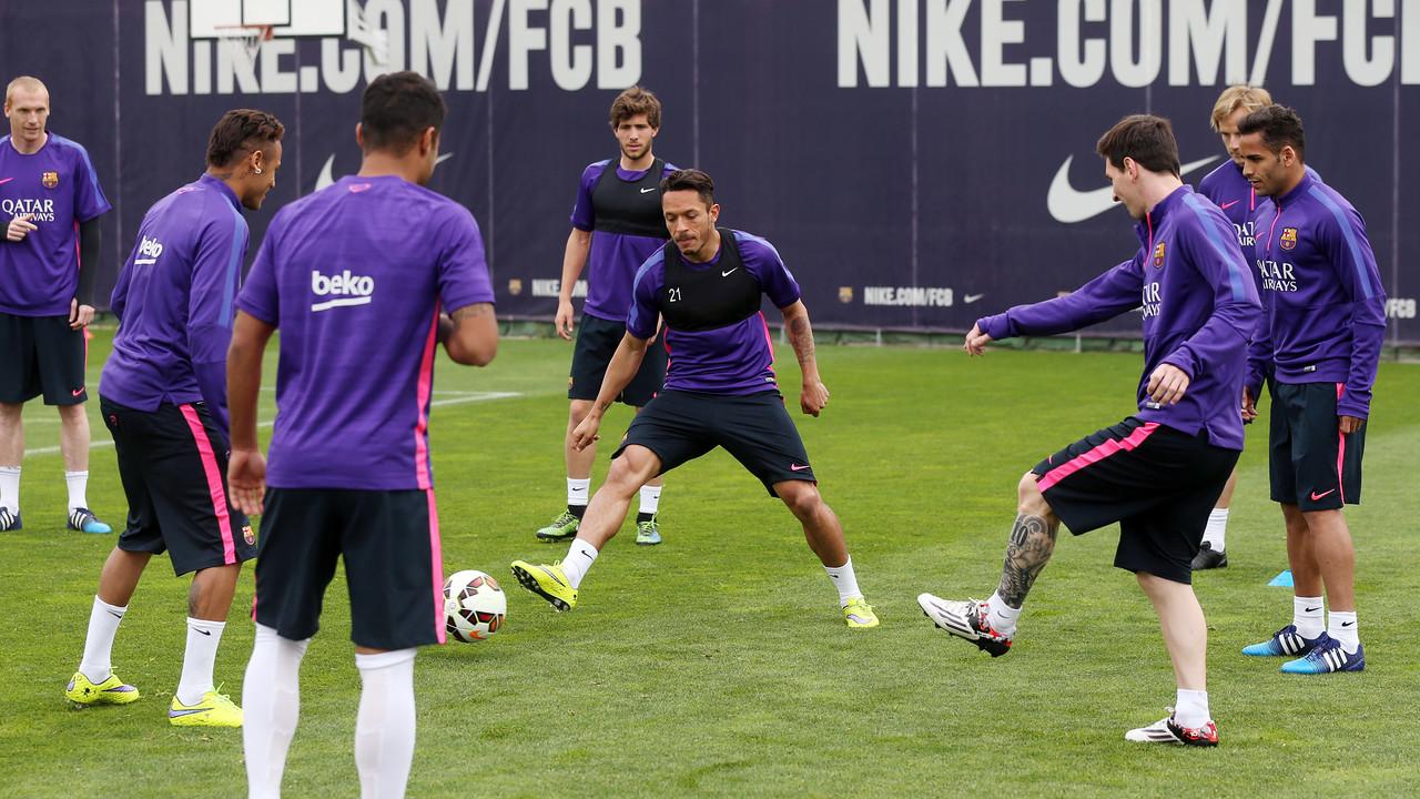 Los jugadores, en un entrenamiento del primer equipo / MIGUEL RUIZ - FCB
