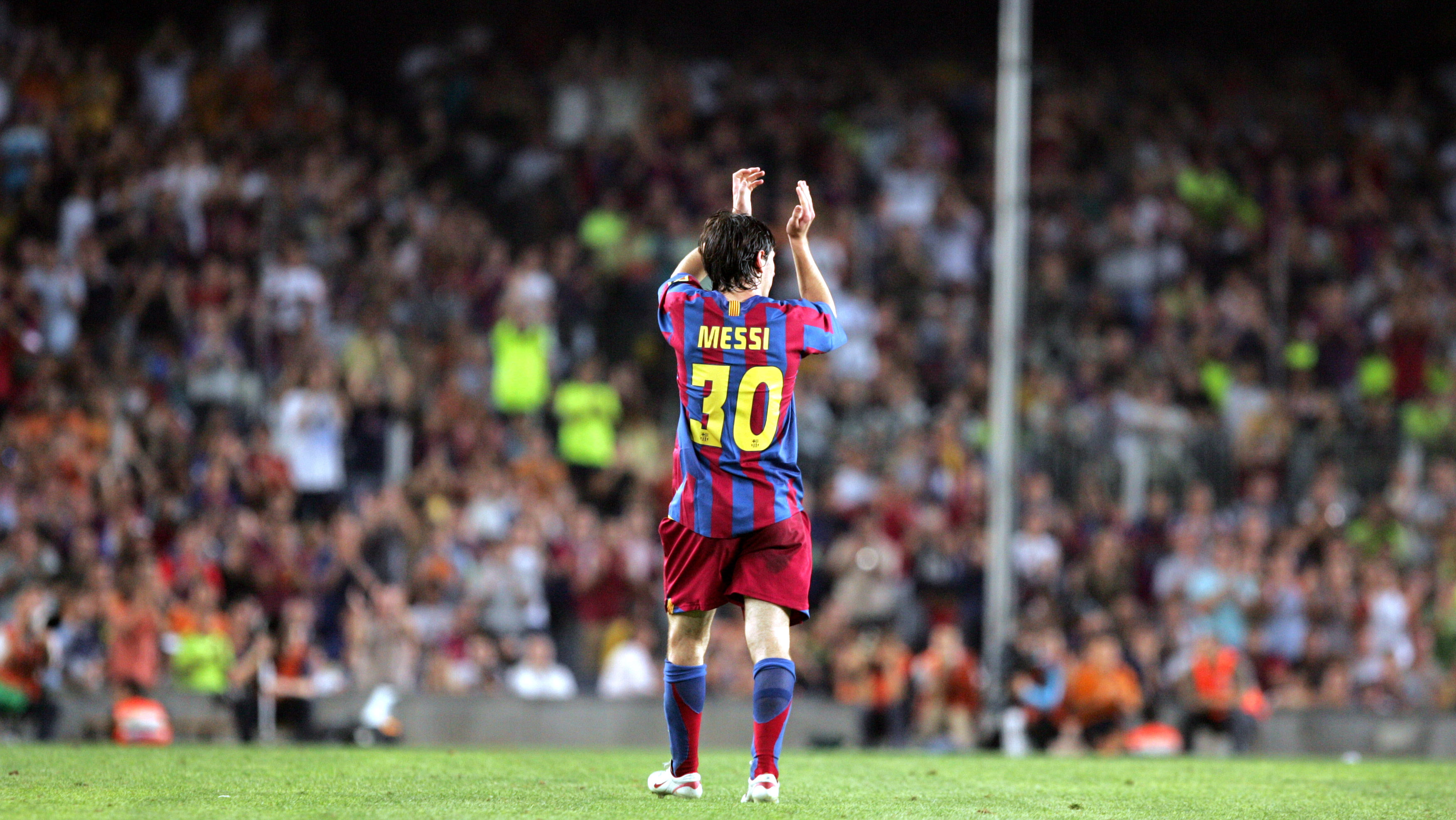 http://media4.fcbarcelona.com/media/asset_publics/resources/000/161/801/original/pic_24-08-05_Messi_cambio_01.v1431602069.JPG