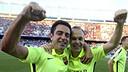 Els capitans Xavi i Iniesta celebren el títol de Lliga / MIGUEL RUIZ - FCB
