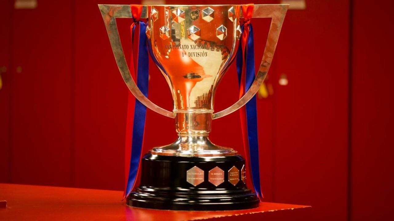 El trofeo de Liga, en el Camp Nou / GERMÁN PARGA-FCB