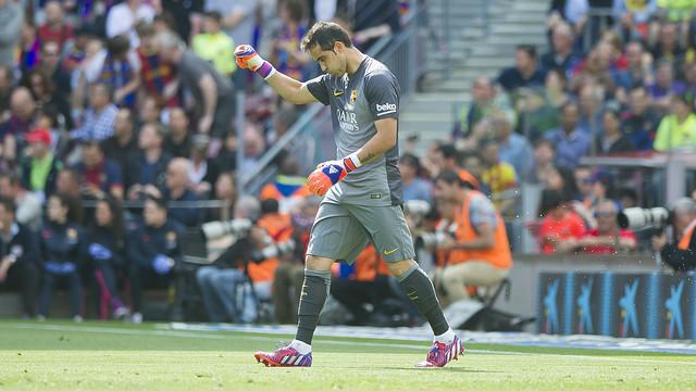 Claudio Bravo has been the top goalkeeper in La Liga this season. / VICTOR SALGADO - FCB