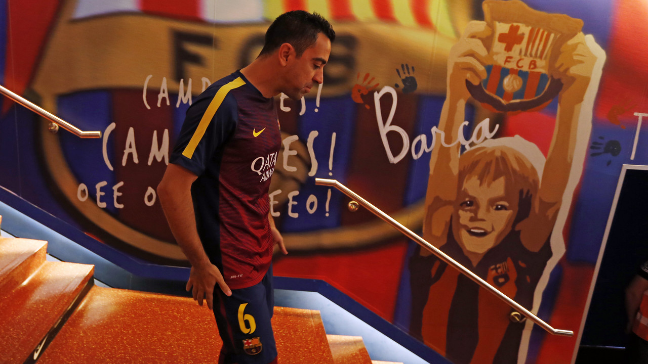 Xavi, instants abans de sortir al Camp Nou per escalfar / MIGUEL RUIZ - FCB