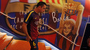 Xavi heads out to the field for the pre-match warm-up / MIGUEL RUIZ - FCB
