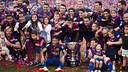 Les joueurs célèbrent le titre en Liga sur la pelouse du Camp Nou / VICTOR SALGADO - FCB