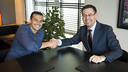 Pedro Rodríguez, here with Club President Josep Maria Bartomeu, is a highly valuable option at striker for FC Barcelona. / MIGUEL RUIZ - FCB