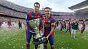 Sergio Busquets and Xavi Hernández pose with the Cup after winning the 2014/15 La Liga title. / MIGUEL RUIZ - FCB.