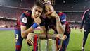 Neymar et Dani Alves avec la Coupe du Roi/ MIGUEL RUIZ - FCB
