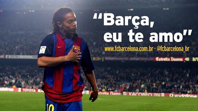 Ronaldinho, no Camp Nou, com a mão no coração