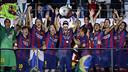 Xavi, en el momento de levantar la quinta Champions / MIGUEL RUIZ-FCB