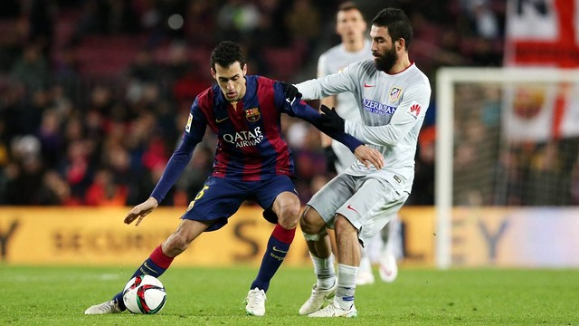Arda Turan in action against Sergio Busquets / FCB Archive