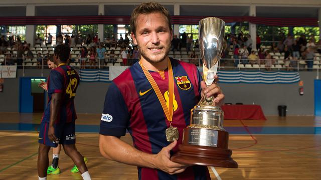 Tomás amb la Supercopa de Catalunya 2014 / FOTO:ARXIU-FCB