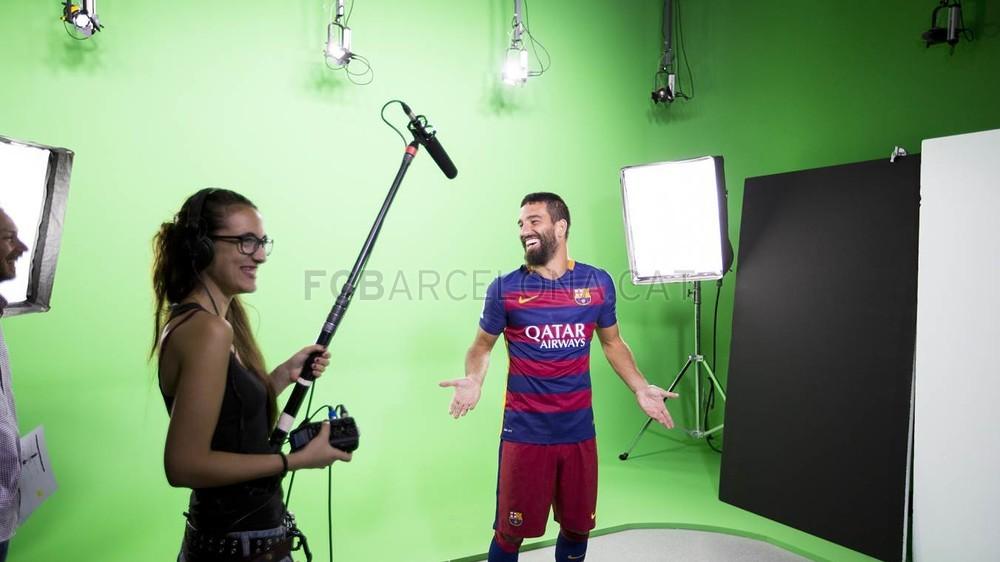 Arda Turan ya empieza a protagonizar spot de marcas en el Barcelona