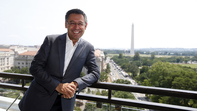 Josep Maria Bartomeu poses with the Washington Monument in the background. / MIGUEL RUIZ