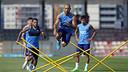 Mascherano, en un exercici físic de l'entrenament d'aquest dissabte / MIGUEL RUIZ - FCB