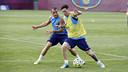 Leo Messi i Sandro, durant l'entrenament / MIGUEL RUIZ - FCB