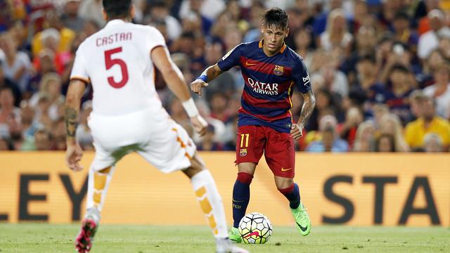 Neymar em uma jogada contra a Roma.