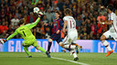Messi chips Neuer to score the best goal in the competition / MIGUEL RUIZ-FCB
