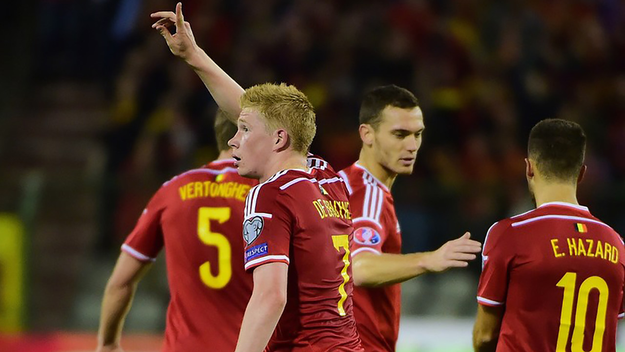 Thomas Vermaelen celebra el gol de De Bruyne / UEFA.COM