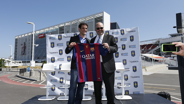 Charlie Stillitano with Juliano Belletti at the presentation of the game between Man Utd and Barça in Santa Clara / Relevant Sports