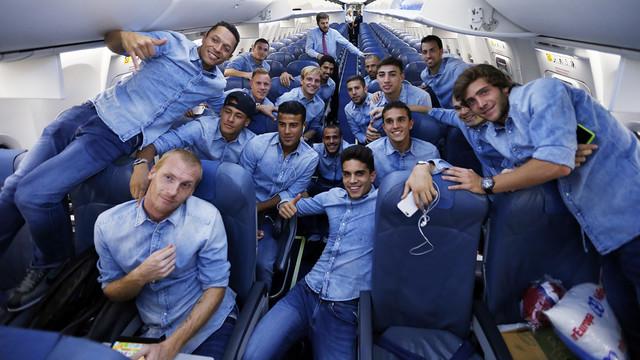 Barça on the plane returning to Barcelona. / MIGUEL RUIZ - FCB