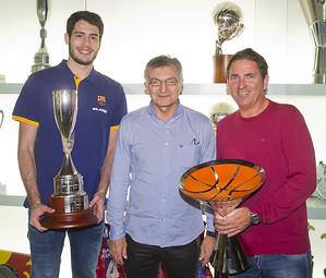 Abrines, Creus i Pascual, al Museu, amb la Lliga Catalana i la Supercopa