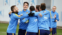A jovial atmosphere prevails at the Wednesday morning workout / MIGUEL RUIZ - FCB