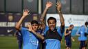 Neymar Jr i Dani Alves al final de l'entrenament / MIGUEL RUIZ - FCB