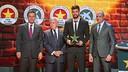 Gerard Piqué with Josep Maria Bartomeu, Enric Crous and Andreu Subies / VÍCTOR SALGADO-FCB