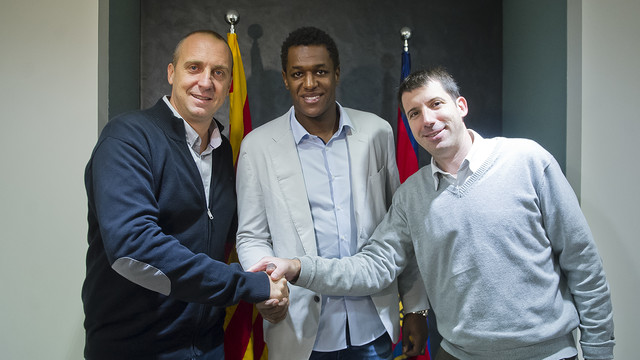 Jallouz amb Barrufet i O'Callaghan, un cop signada la renovació / FOTO:VÍCTOR SALGADO-FCB