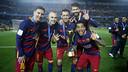 Messi, Iniesta, Sergio, Alves dg Piqué, coupe à la main après la victoire au Mondial des Clubs/ MIGUEL RUIZ - FCB