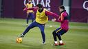 Leo Messi y Arda Turan, en el último entrenamiento / MIGUEL RUIZ-FCB