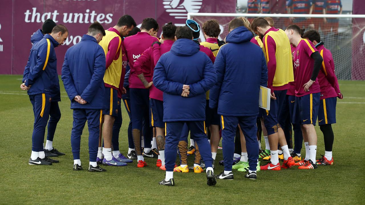 Els jugadors del primer equip durant l'entrenament d'aquest dissabte a la Ciutat Esportiva / MIGUEL RUIZ - FCB