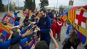 Ribas, with the kids from Sant Joan Bosco / VICTOR SALGADO - FCB