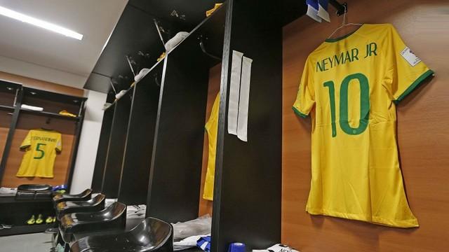A camisa de Neymar Jr. pendurada no vestiário do Brasil