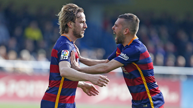 Rakitic celebrates with Jordi Alba after scoring to put Barça up 1–0 in the 20th minute. / MIGUEL RUIZ - FCB