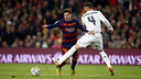 Messi is tripped up by Sergio Ramos at the edge of the penalty area. / MIGUEL RUIZ - FCB