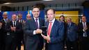 Josep Maria Bartomeu and Quini with the insignia / GERMAN PARGA - FCB