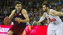 Satoransky attempting to get away from Rudy / VÍCTOR SALGADO-FCB