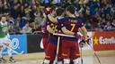Los jugadores del Barça Lassa celebran un gol en el Palau. FOTO: Arxiu FCB