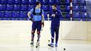 Pablo Álvarez y Ricard Muñoz, antes del entrenamiento. FOTO: MIGUEL RUIZ - FCB