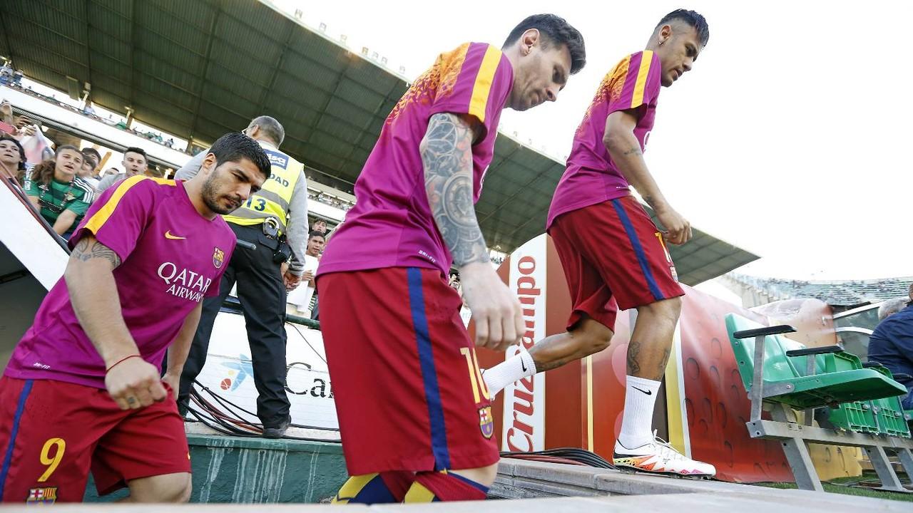El trident salta a la gespa del Benito Villamarín / MIGUEL RUIZ - FCB
