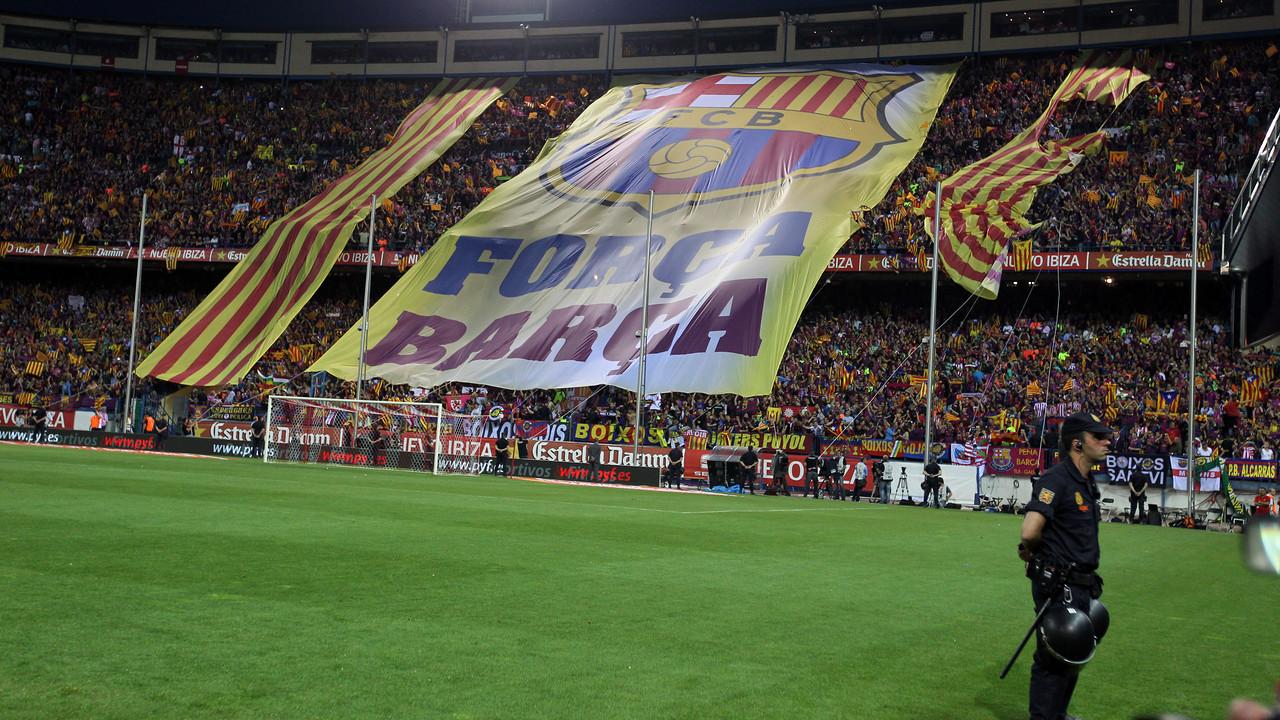 La afición del Barça, antes de la final de Copa del Rey en el Vicente Calderón el 2012 / MIGUEL RUIZ-FCB
