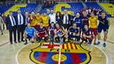 El equipo al completo celebra el título de la OK Liga / VÍCTOR SALGADO - FCB
