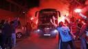 Les supporteurs accueillent l'équipe à la Ciutat Esportiva Joan Gamper / MIGUEL RUIZ - FCB