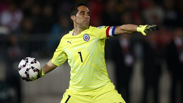 Image result for claudio bravo chile 3-2 peru 2016/17 conmebol